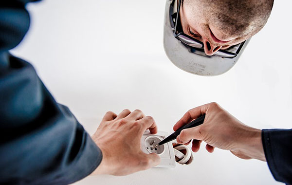Electrical Problems Around the House that Require a Local Electrician