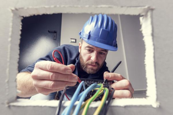 Hiring an Electrician Cost  per Hour